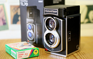 World's First Twin-Lens Instant Film Camera – Mint InstantFlex TL70