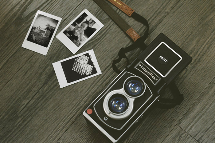 https://mint-camera.com/upload/userfiles/images/fujifilm-instax-mini-film-monochrome-photo1.jpg